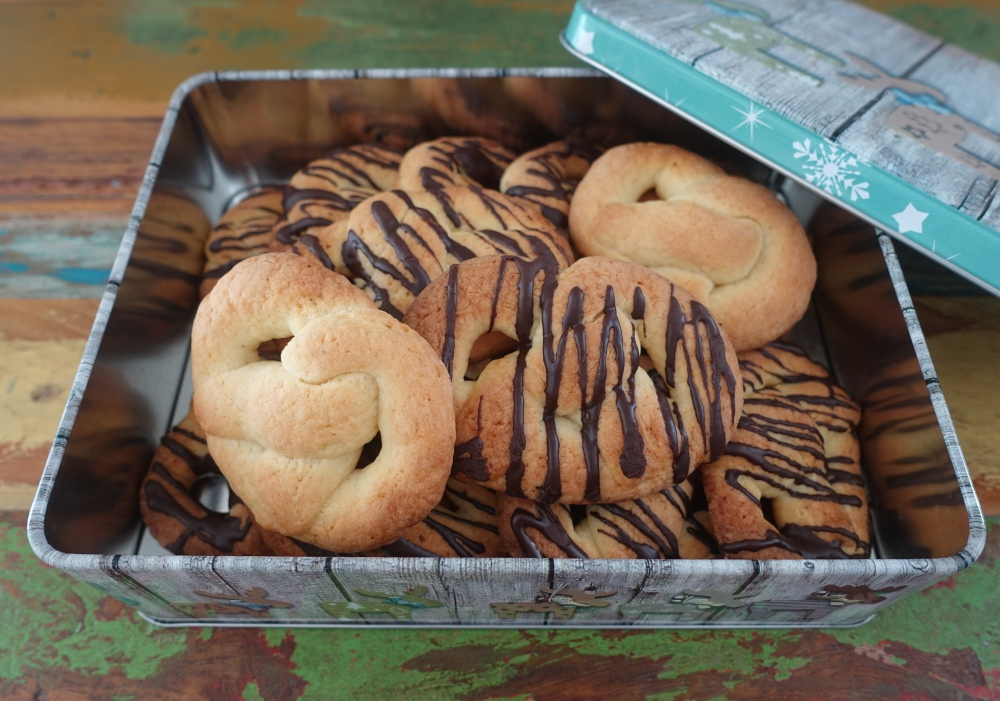 Rinkilät à la linzersmileys, finnisch backen, vegetarisch, Kekse, Brezel aus mürbem Teig mit Buttermilch
