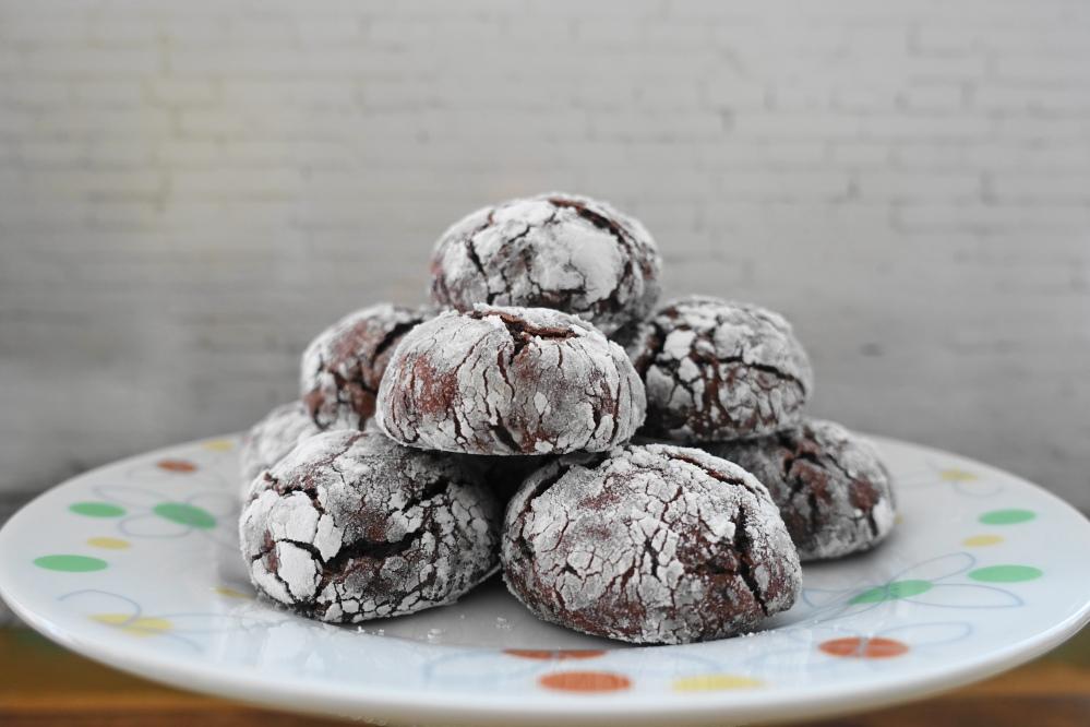 Chocolate Crinkles, Schoko-Crinkles, Kekse mit rissiger Oberfläche, schokoladig, Foodtrend, weihnachtlich, Kekse für das ganze Jahr