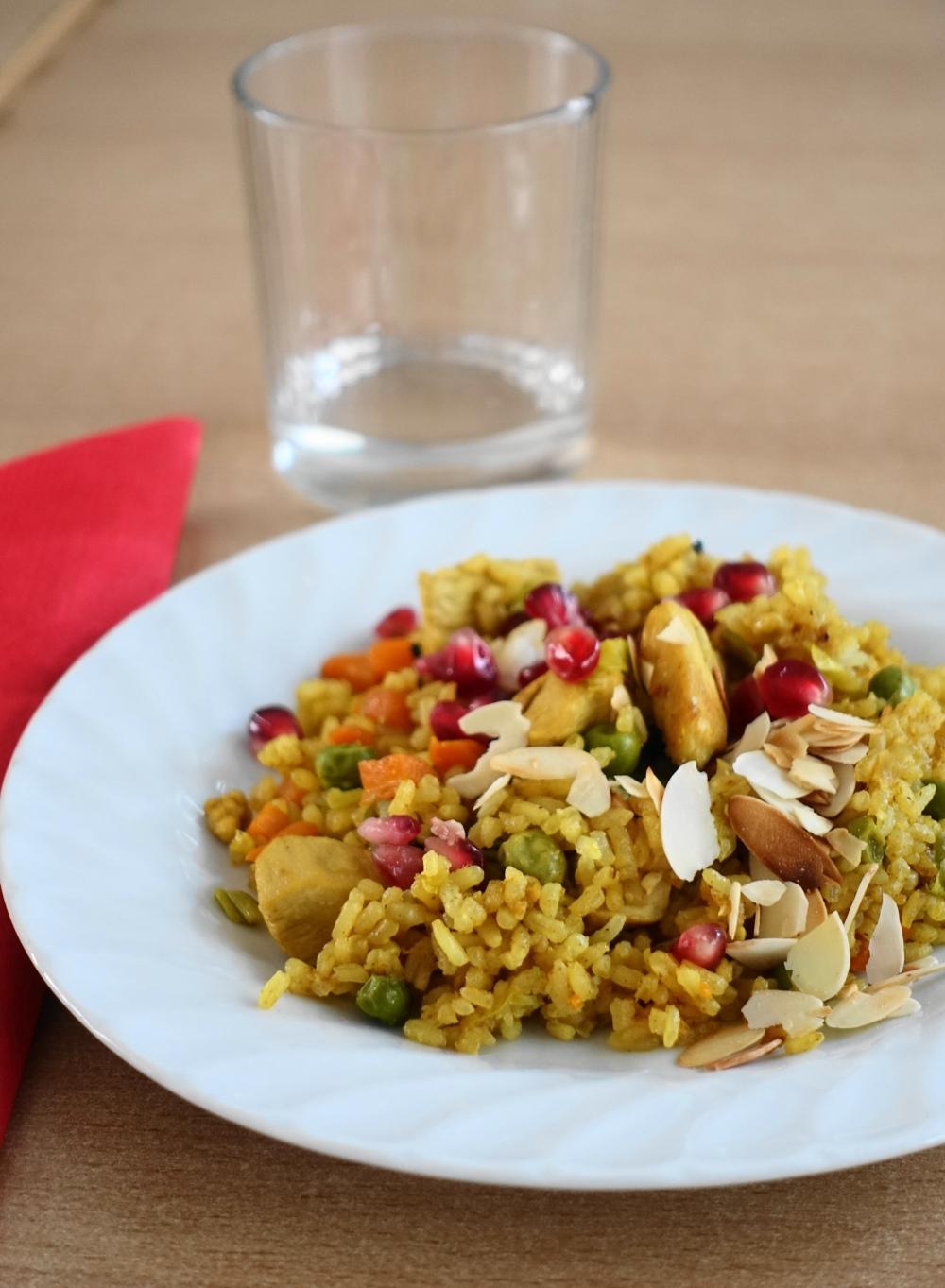 Reispfanne mit Fleisch und Granatapfel