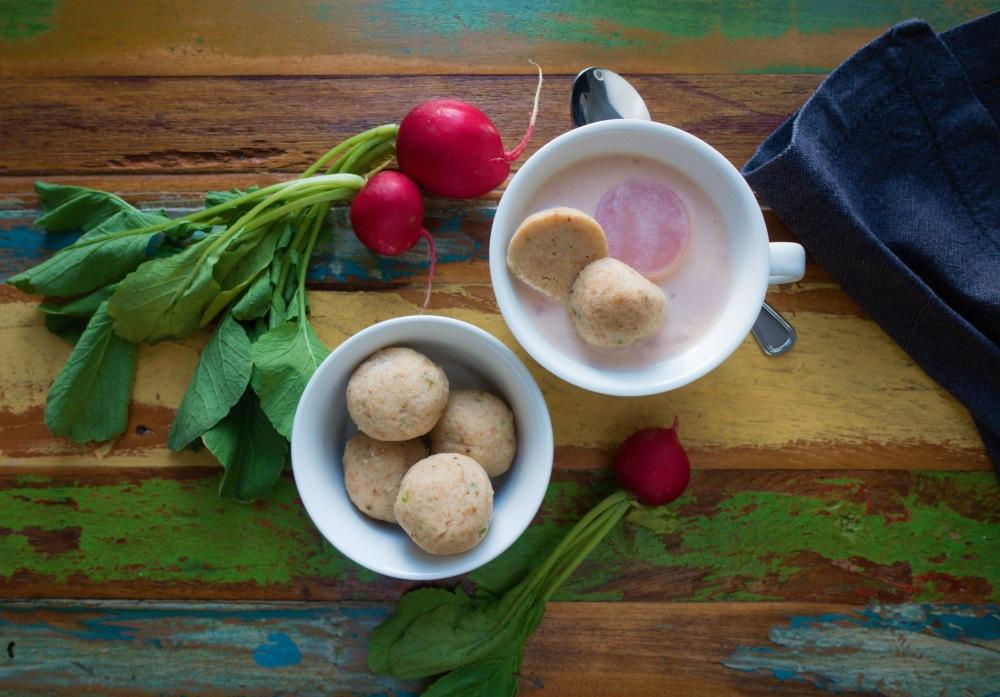 Gebundene Radieschensuppe mit Bröselknödeln; Soulfood für einen mollig-leichten Wohlfühlmoment; vegetarisch mit Gemüse; Resteverwertung