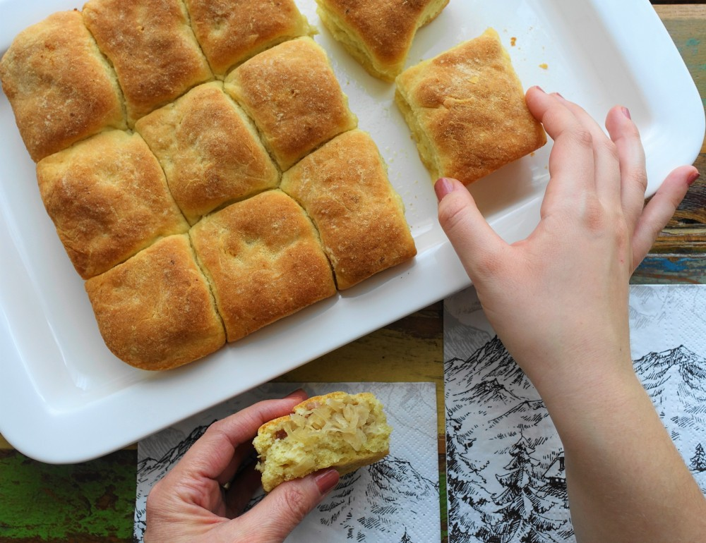 Buchteln mit Sauerkraut