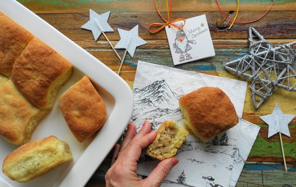 Kartoffelbuchteln mit Sauerkraut, Sauerkohl; polnisch kochen/backen; Kulebiak; Kohlgebäck; Winter, Weihnachten