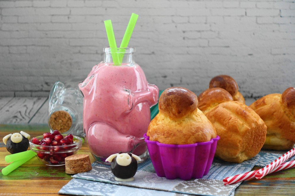 Silvester, Neujahr, Frühstück auf französisch mit Superfood-Smoothie und Mini-Brioches à tête/Pariser Brioche/Brioche mit Bommel; backen für Kinder, leckeres Frühstück: 100% Homemade