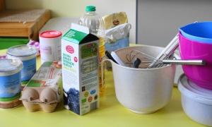 Zutaten und Kochutensilien