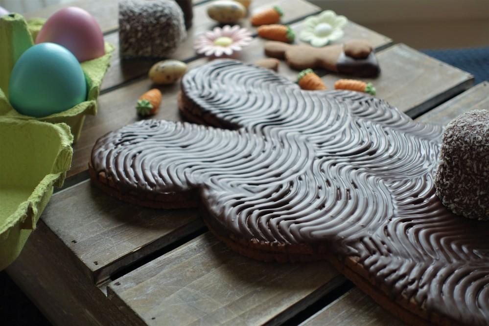 Riesenkeks aus Schoko-Mürbteig nach Linzer Art; Osterhase selbst gebacken; homemade with love; Ostern, vegetarisch, Doppelkeks XL mit selbst gebastelter Schablone; DIY