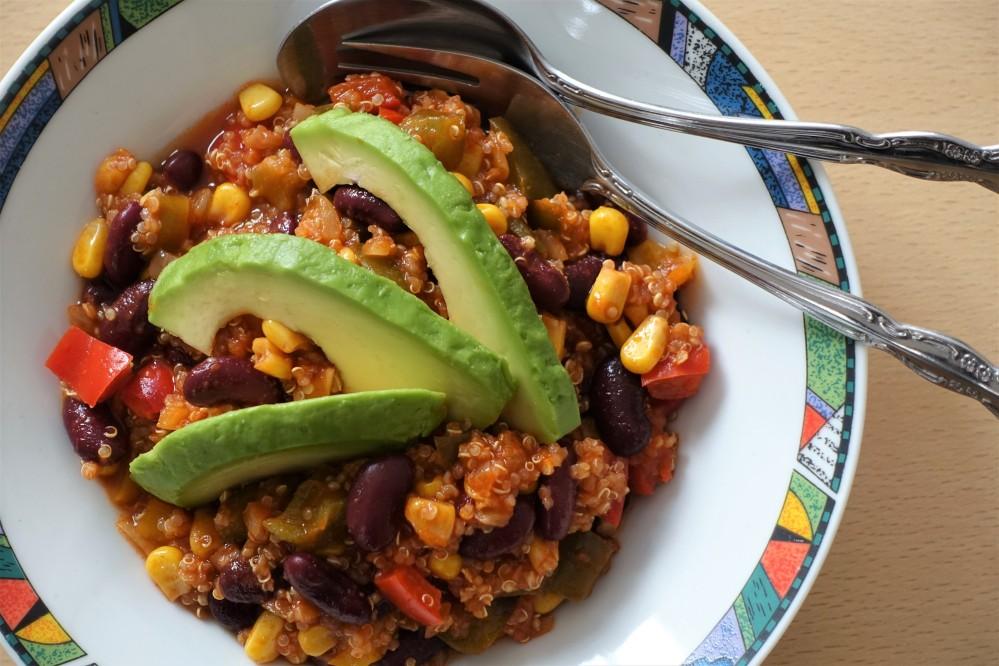 vegan, schlemmen, bekömmlich, gesund, bunt, Eyecatcher, Chili ohne Fleisch, mit Quinoa, Superfood, Avocado, Soulkitchen, Rezept à la linzersmileys