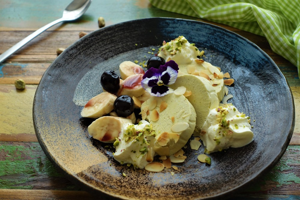 sensationell gut! Pistazien-Mandel-Parfait - Semifreddo - Halbgefrorenes - mit selbst gemachtem Pistazien-Mandel-Mus - das perfekte Dessert, wenn man Gäste hat - ein Rezept, das Furore macht - www.linzersmileys.com