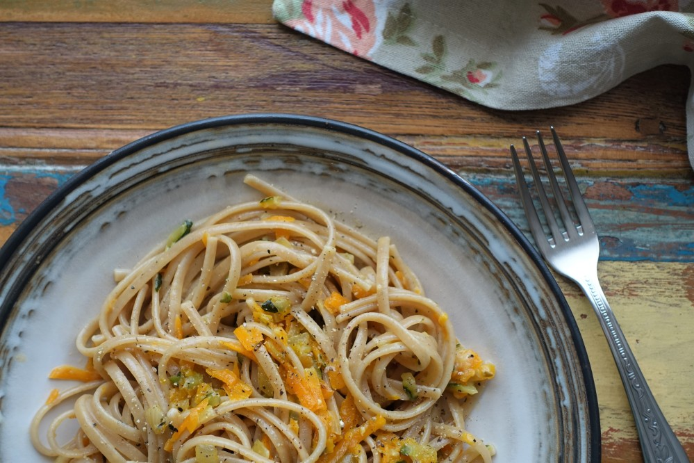 vegetarische Carbonara - Pastasoße mit Gemüse, Eiern und Obers/Sahne, vegetarisch lecker italienisch kochen, Rezept à la linzersmileys.com