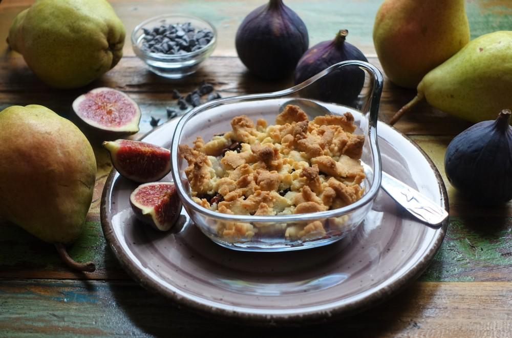 Obst-Crumble, Früchte der Saison mit Mürbteig-Streuseln, Crumble mit Feigen, Birnen, Schokolade; herbstlich backen, vegetarisch, Easy Baking, Rezept auch für Backanfänger, gelingsicher, köstlich, Mehlspeistraum von linzersmileys.com