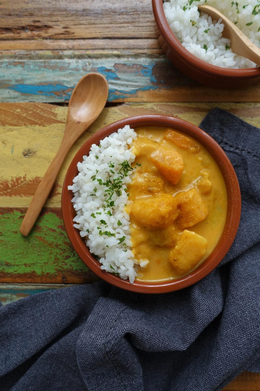 Curry mit Kürbis, herbstlich kochen, vegetarisch, vegan, bauchwärmend, Soulfood, Curry mit Reis, Butternuss, Butternut, Karotten, Sellerie, Kartoffeln, Rezept à la linzersmileys