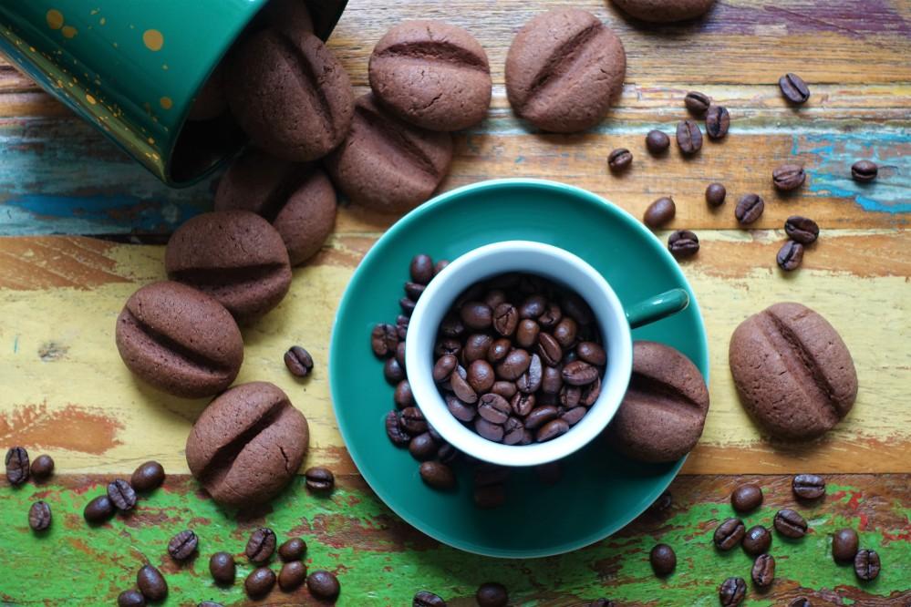 Türkische Kaffeebohnenkekse, Kekse in Kaffeebohnenform, Cookies, Plätzchen mit Kaffee und Kakao mit spektakulärer Optik, köstlich, lecker, zum Knabbern, Kaffeekränzchen, Jause, Rezept von Daniela Terenzi