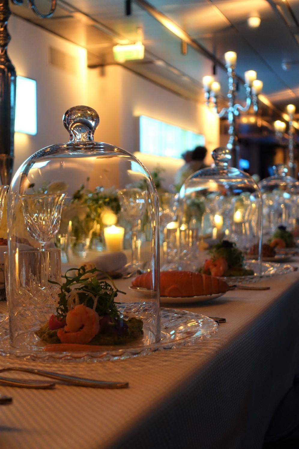 Spicy Garnelen unter der Glashaube