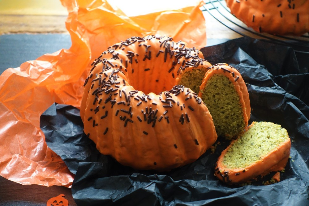 Happy Halloween! gruselig backen, gespenstisch, Herbst, Orange & Grün, Süßes mit Kürbiskernen und Schokolade, echt Steirisch, Gugelhupf fürs Halloween-Buffet, schmeckt Groß & Klein, linzersmileys