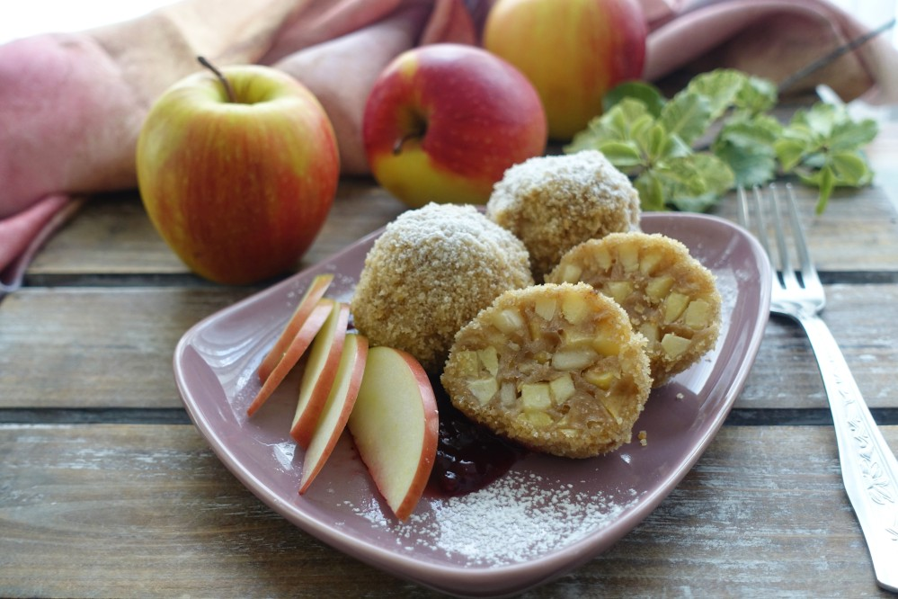 #apfelgenuss #apfeldazu #apfeldazu-moment #tagdesapfels , an apple a day ..., Apfelknödel, Apfelglück, süß und köstlich, österreichisch kochen, Mehlspeise