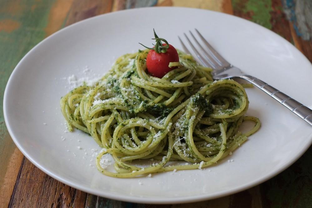 Spaghetti al pesto, Spaghetti mit Pesto, Dillpesto, Pesto mit Dill, nordisch und mediterran, italienisch kochen, Kräuterküche, kochen mit Kräutern, pesto all'aneto