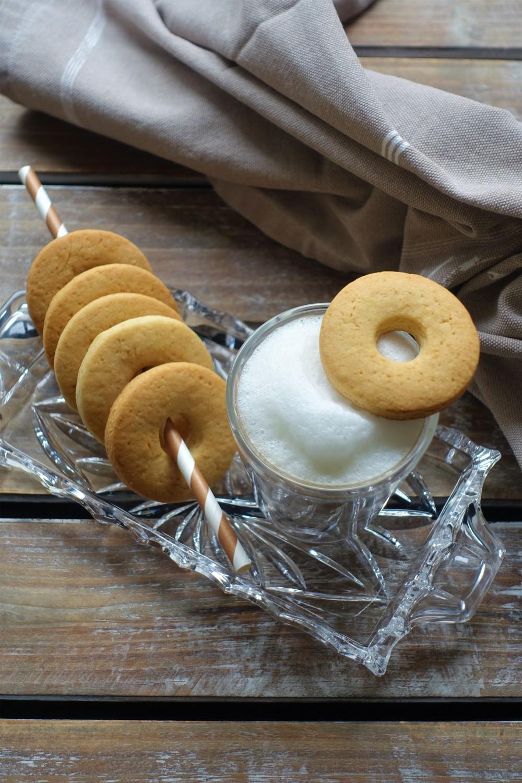 Macine, Mühlsteine, italienische Kekse mit Sahne, Obers, Frühstück auf Italienisch, la colazione italiana, cappuccino e biscotti, macine fatte in casa, Kaffee und Kekse, homemade