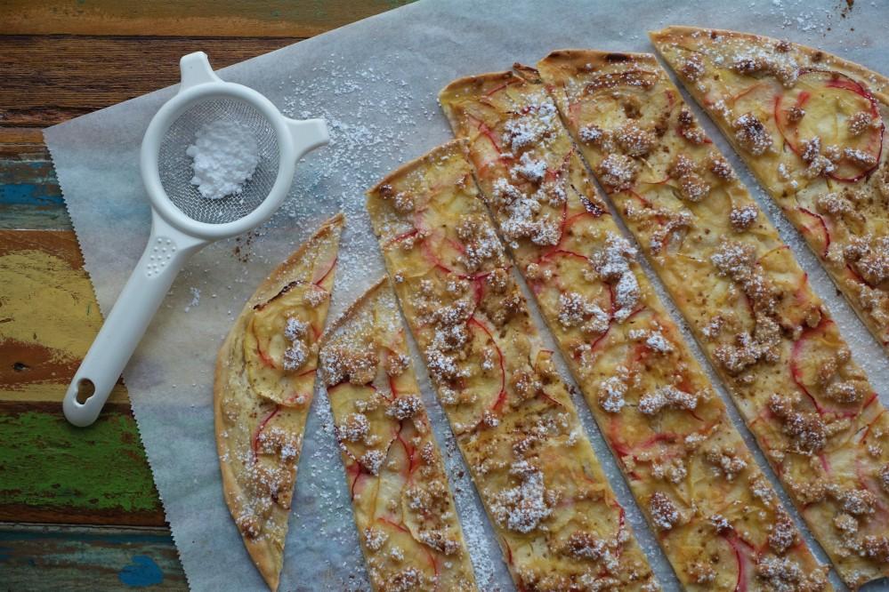 Flammkuchen, süß, Tarte flambée, aus dem Elsass, Alsace, französisch backen, mit Äpfeln und Streuseln, ein Kuchen mit Suchtfaktor, easy-peasy, schnell, EasyBaking