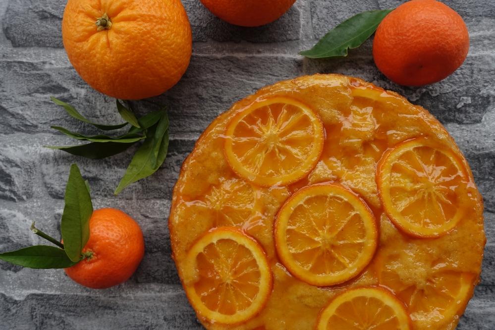 Orangenkuchen upside down, gestürzter Kuchen, kopfüber gebacken, umgekehrt, à l'envers, mit Bio-Orangen backen, bittersüß, fruchtige Torten, aromatisch, duftend, Seelentröster, Soulfood