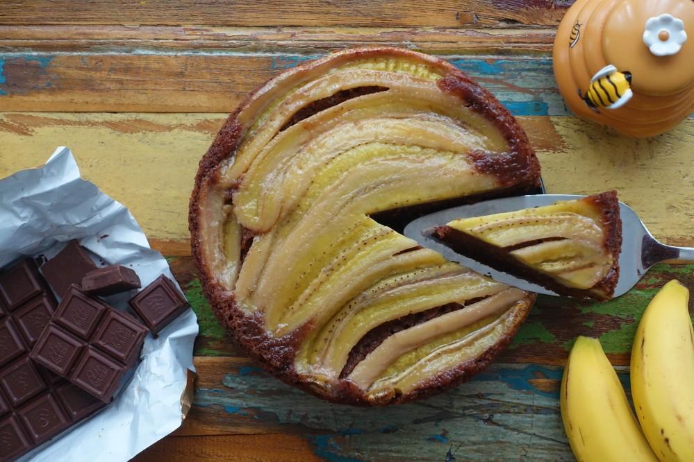 UpsideDown, kopfüber, umgekehrt, ein Kuchen steht kopf, gestürzter Kuchen, umgekehrt gebackener Kuchen, Schokosandmasse mit Bananen on top, Tarte Tatin mit Schokolade und Bananen, Gâteau à l'envers