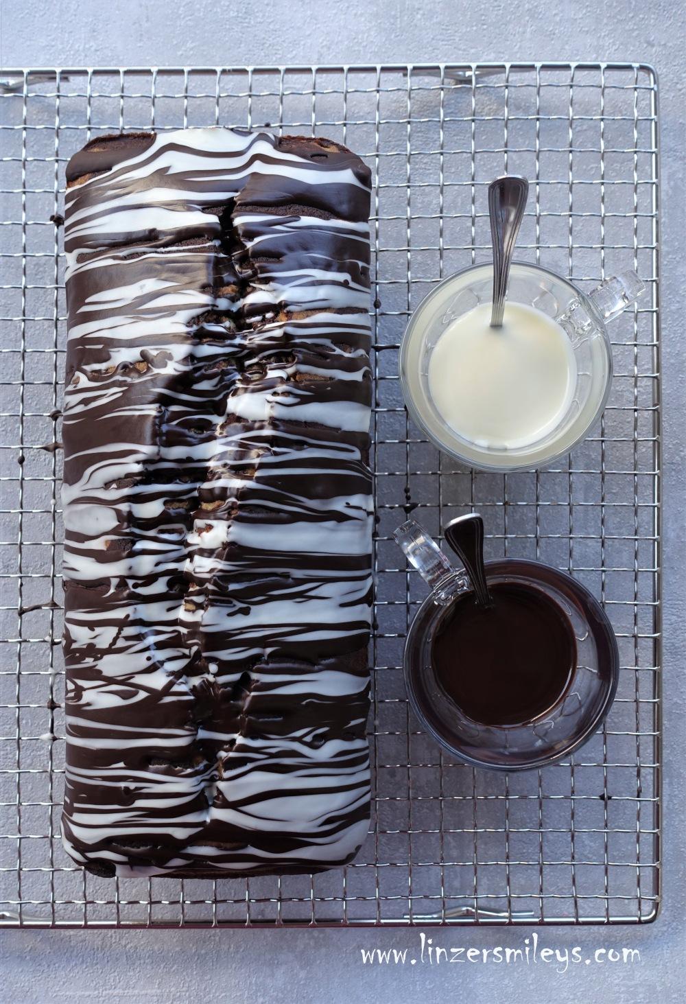 Zebrakuchen, Zebra Cake, Marmorkuchen im Streifenlook, hell und dunkel, black and white, kreativ backen