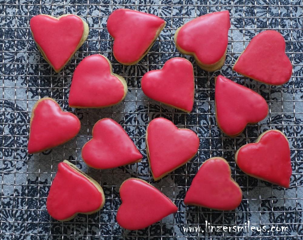 Punschkekse, Punschherzen, backen für den Valentinstag, rosa Herzen, Punschfülle, mit Rum, vegetarisch, DIY zum Verschenken, zuckersüß und rosa