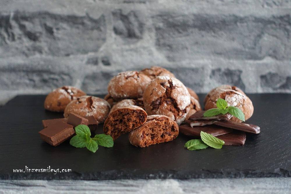 Crinkles, Runzelkekse, Kekse mit rissiger Oberfläche, trendy, easy-peasy Rezept, Schoko-Minze, After Eight, Schoko-Minz-Täfelchen, die feine englische Art, kreativ backen, Cookies, schokoladig, minzig, Minznote, #aftereight Soulfood Seelentröster Schokolade