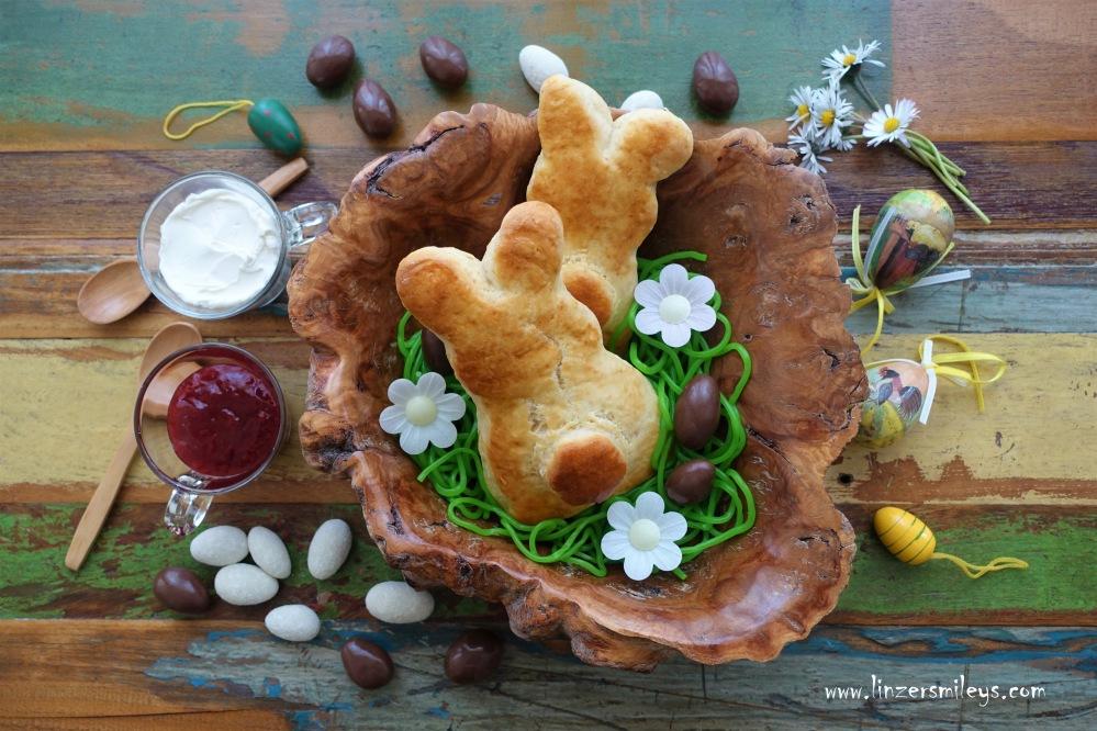 Easter Bunny Scones, Osterhasen-Scones, very British, englisches Teegebäck, schottisch, Clotted Cream, Strawberry Jam, süße Hasen fürs Osternesterl, Osterfrühstück, backen ohne Hefe, ohne Germ, Brötchen in Hasenform