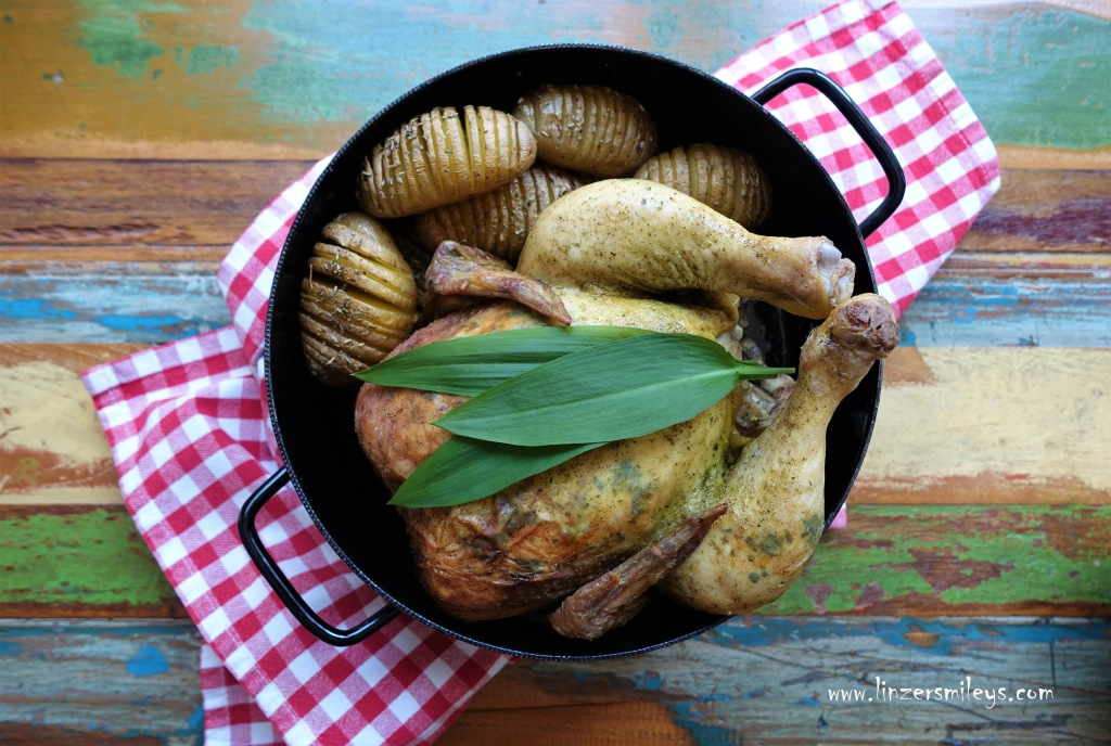 Kräutergrünes Frühlingshenderl, Hähnchen, Poularde, aus dem Ofen, im Geflügelbräter zubereitet, mit Bärlauch, Bärlauchpaste, DIY Bärlauchsalz, Als Beilage Hasselbackkartoffeln, #linzersmileys