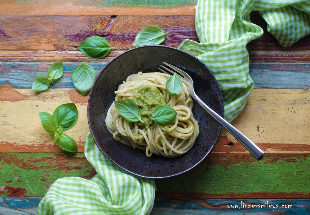Broccoli, Brokkoli, Pesto, Basilikum, Es grünt so grün, Gründonnerstag, mal was anderes, perfekt für Pasta, Crostini, Aufstrich, vegetarisch, italienisch kochen