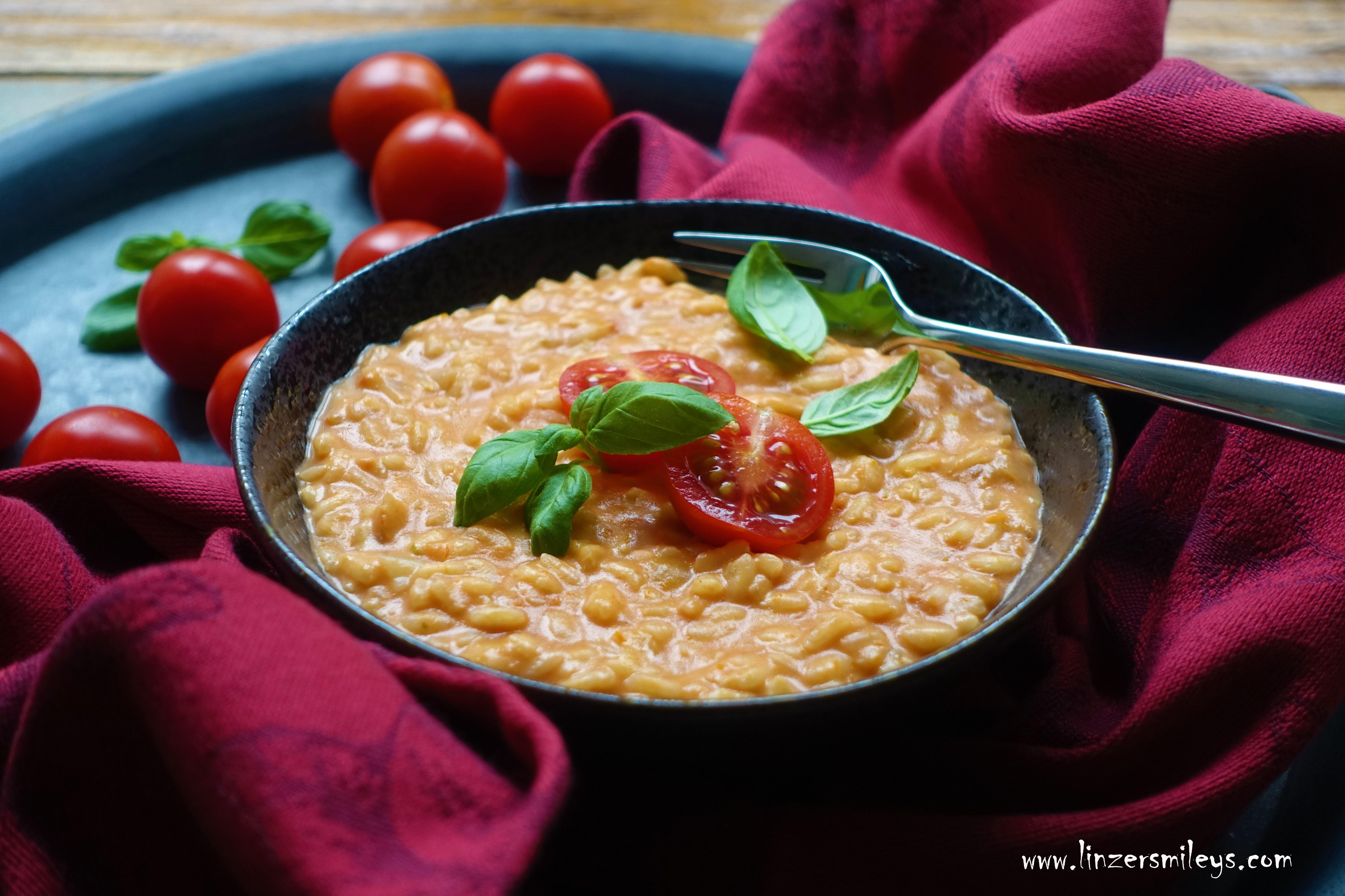 Tomatenrisotto, Risotto al pomodoro, cremig, sämig, sahnig, sommerlich, piatto estivo, Sommergericht, italienisch kochen, was machen mit getrockneten Tomaten?