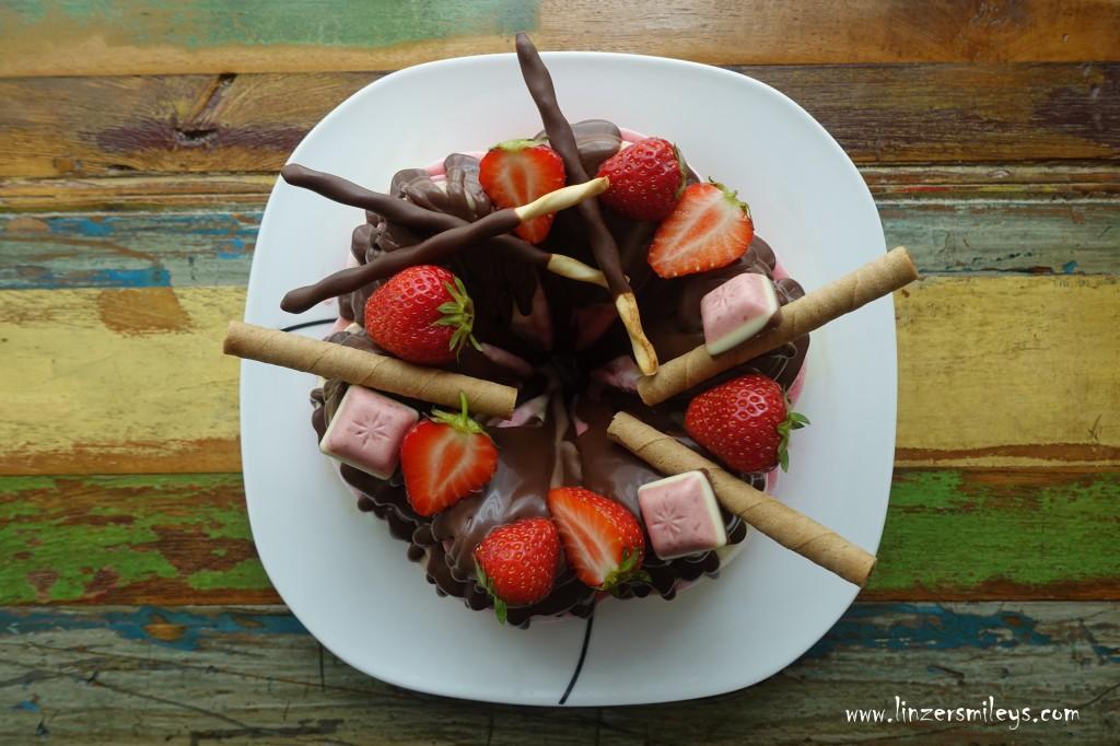 Eisgugelhupf, marmoriert, Erdbeer-Vanille, mit heimischen Erdbeeren, Superfood, Superfrüchte, Powerfrüchte aus Österreich, Eis, selbst gemacht, Genuss auf Österreichisch, erfrischend köstlich, eiskalt und verführerisch