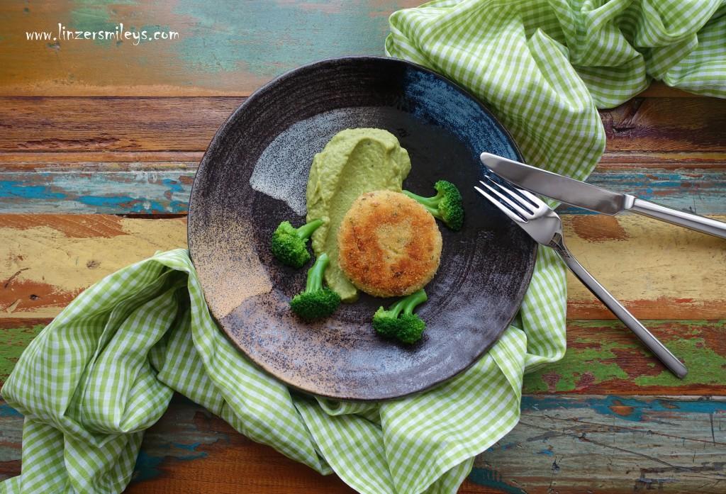 Kartoffel-Thunfisch-Taler, Laibchen, Pflanzerl, Bratlinge, Frikadellen mit Fisch, Broccoli, Brokkoli, Püree, Stampf aus Gemüse, Broccolicreme, delikat, einfach, köstlich, gesund, Broccoli-Röschen als Garnitur