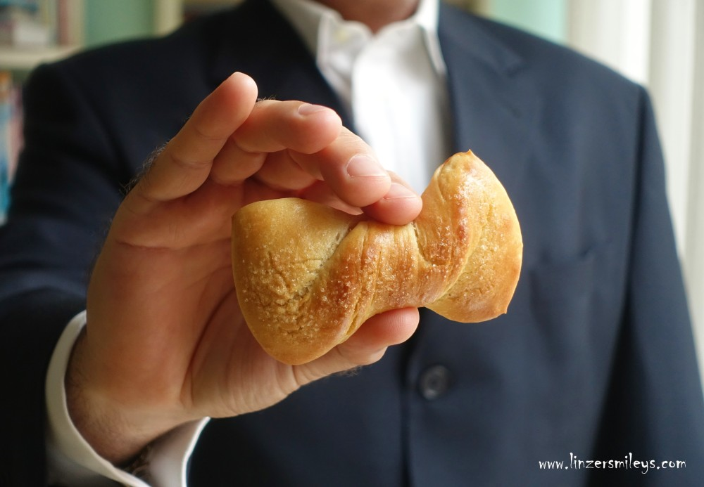 #linzersmileys Dieter trägt Mascherl, Papillon, Farfallino, Schleife, süßes Frühstücksgebäck mit Lievito madre, italienischer Sauerteig, mild, Süßes mit Sauerteig, backen mit Liebe, Plunderteig, selbst gemacht, 100% homemade