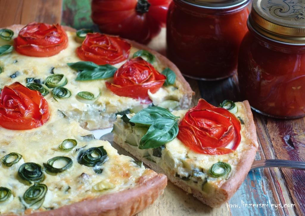 #linzersmileys #janatürlich , kreativ und einfach, für Kinder kochen, JNB Ja! Natürlich Bio-Gemüse aus Österreich, heimisches Superfood, Zucchini, Tomaten, Paradeiser, Quiche, Tarte, vegetarisch, märchenhaft backen, Sommer, Partygerichte, Dornröschen, Tomaten-Rosen, Deko selbst gemacht, DIY Kuchendeko