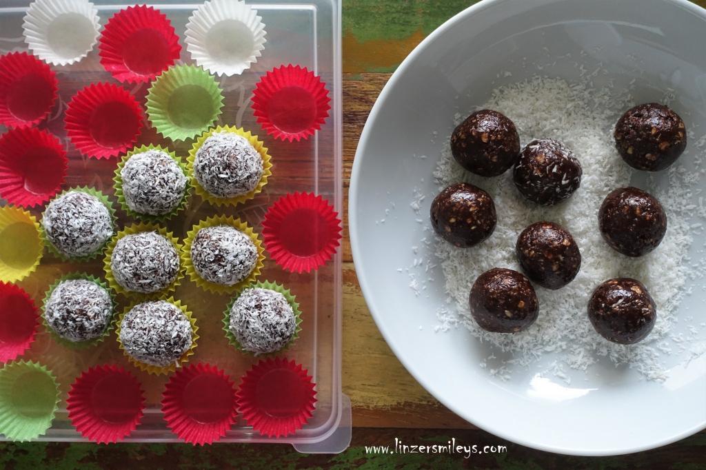 Chokladbollar, schwedische Schokokugeln mit Haferflocken und Kokos, EasyBaking, easy-peasy, mit Butter und Kakao, ohne Eier! No Bake, Süßes ohne Backofen, Pralinen, Konfekt, selbst gemacht, einfach und schnell, mit wenigen Zutaten