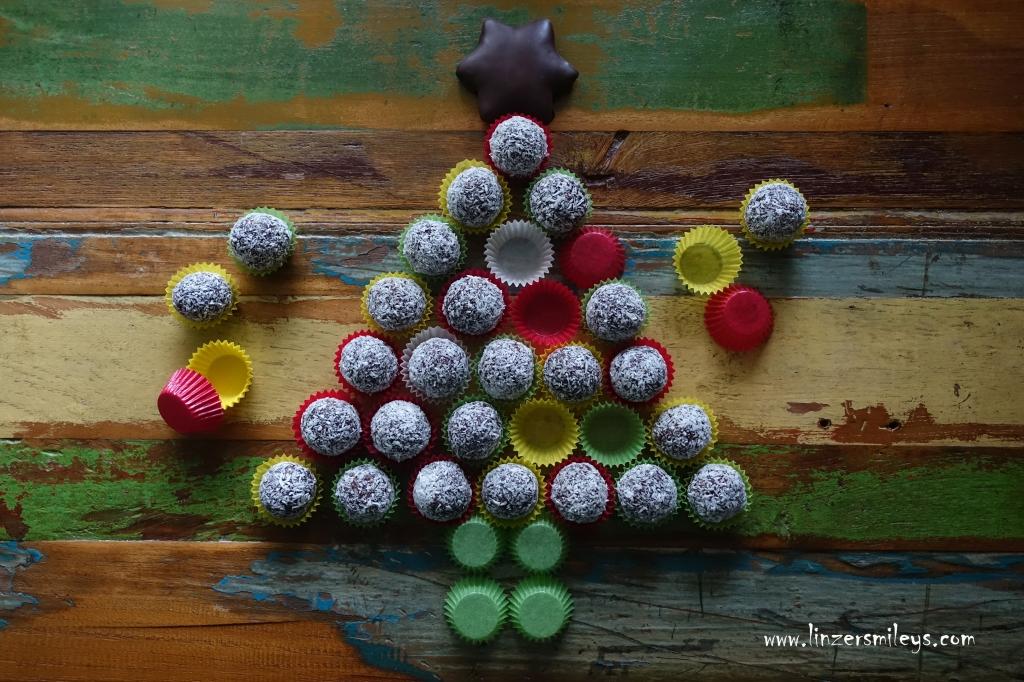 Chokladbollar, schwedische Schokokugeln mit Haferflocken und Kokos, EasyBaking, easy-peasy, mit Butter und Kakao, ohne Eier! No Bake, Süßes ohne Backofen, Pralinen, Konfekt, selbst gemacht, einfach und schnell, mit wenigen Zutaten, Christmastree #linzersmileys