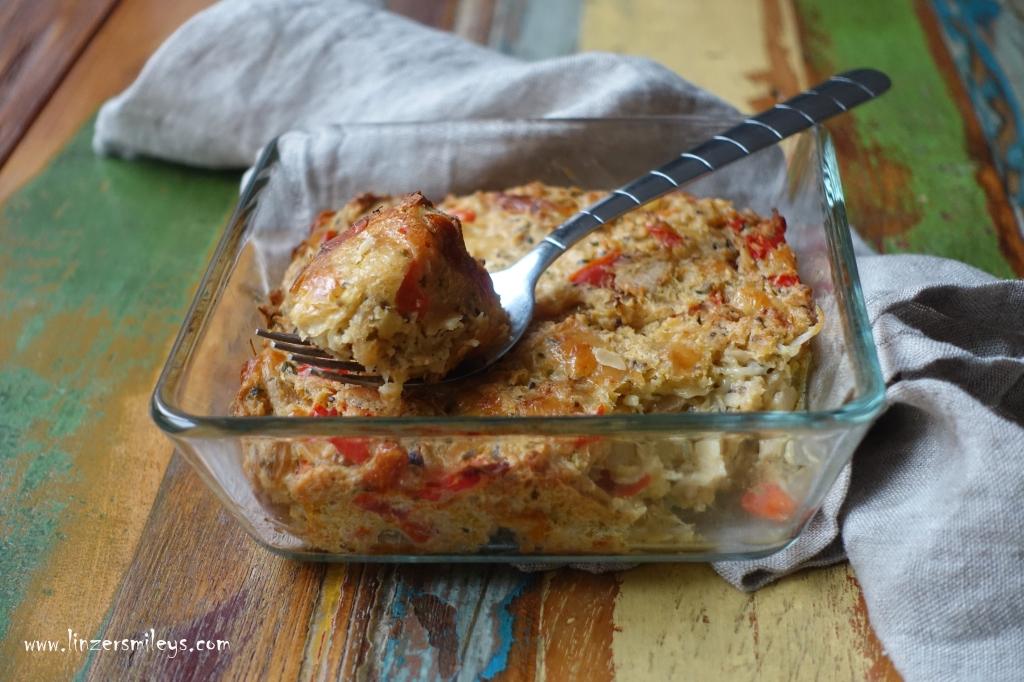 Sauerkrautauflauf, mit Paprika und Käse, mit altbackenem Brot, Brötchen, Semmeln, Resteverwertung, nachhaltig kochen, der Umwelt zuliebe, vegetarisch, regional, saisonal, Sauerkohl, Vitaminbombe