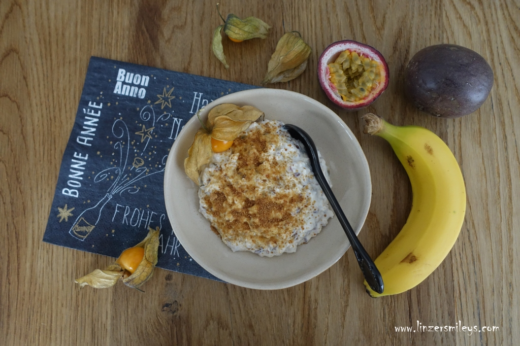 Müsli mit Haferflocken, Leinsamen, Flohsamen, Joghurt und exotischen Früchten, gesund, lecker, verdauungsfördernd, fit in den Tag, Frühstück, köstlich #linzersmileys