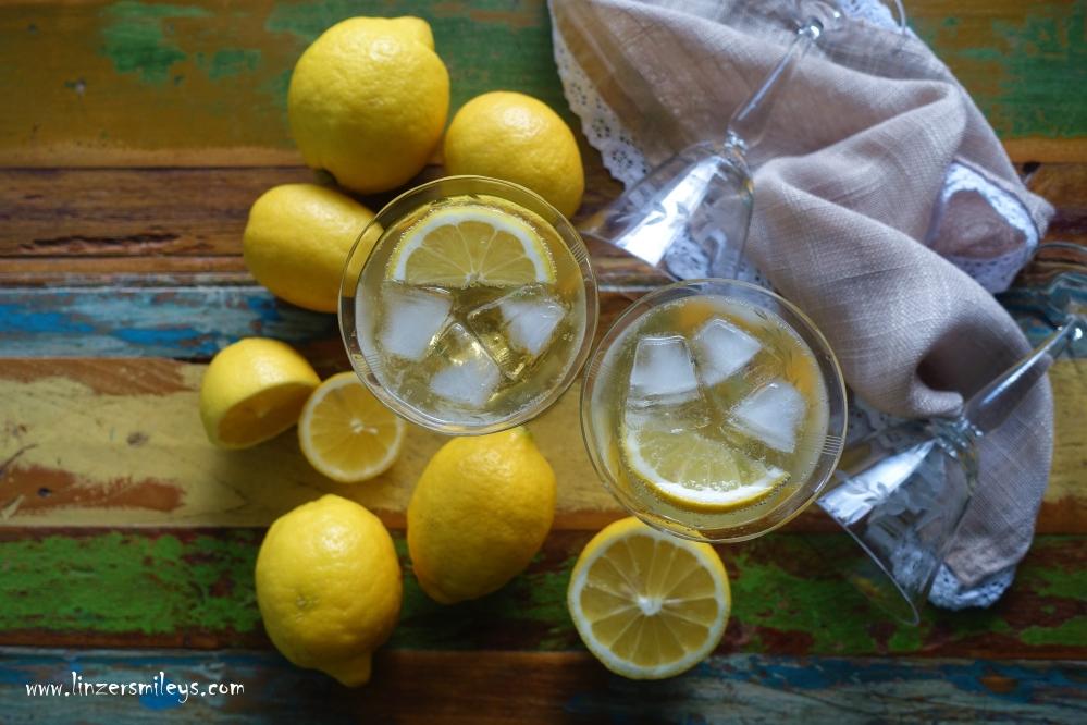 Lemon Spritz, Limoncello Spritz, Zitronenlikör und Prosecco, limoni, Amalfiküste, Neapel, italienischer Drink, Aperitif