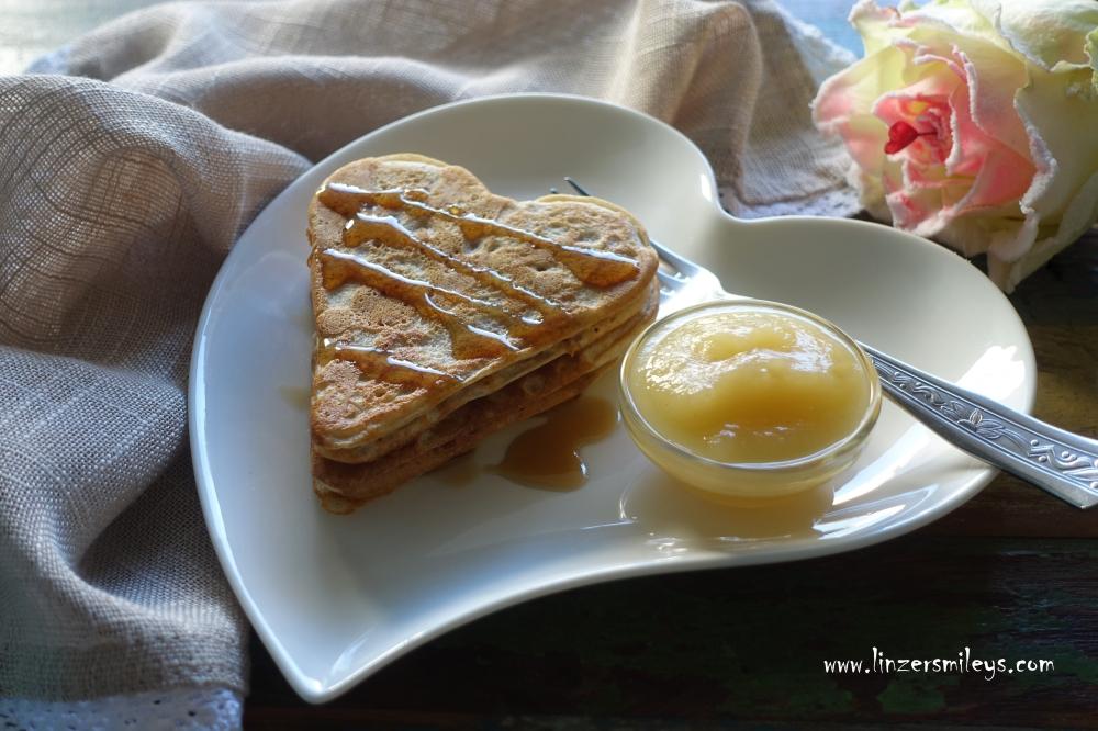 Herz-Pancakes, Frühstück, köstlich und gesund, pancake hearts, Weltfrauentag, Internationaler Tag der Frau, 8- März, Pfannkuchen, herzig, Palatschinken, EasyCooking