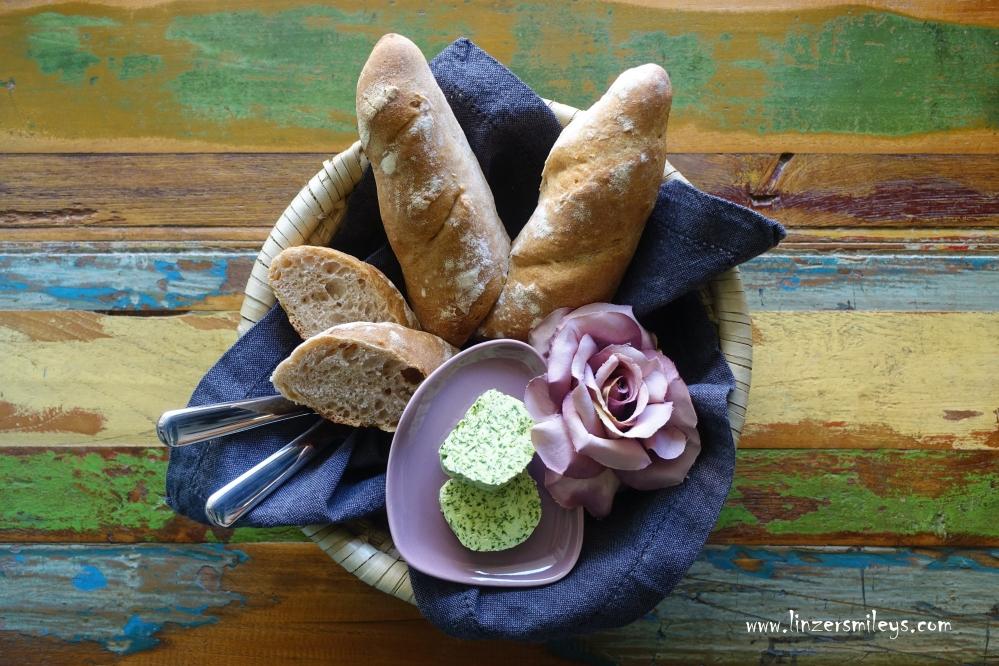 Baguette Brigitte, backen mit pâte fermentée, mit fermentiertem Teig, homemade bread, französisch backen zu Ostern, Bärlauchbutter DIY, Osterjause, Osterfrühstück, #linzersmileys