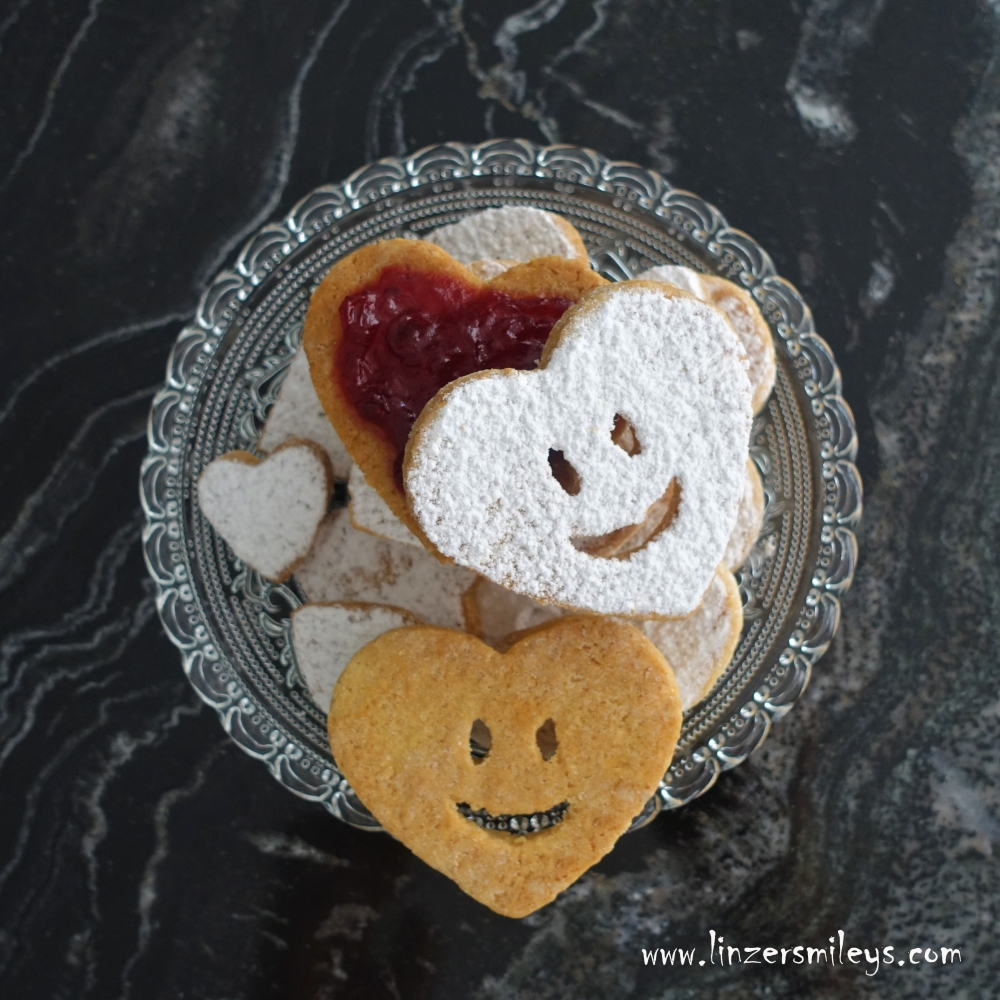 bright smiles, Linzer Smileys, Heart, Herz, Biscuit Hearts, Herzkekse, with a smile, baking, cookies, #linzersmileys