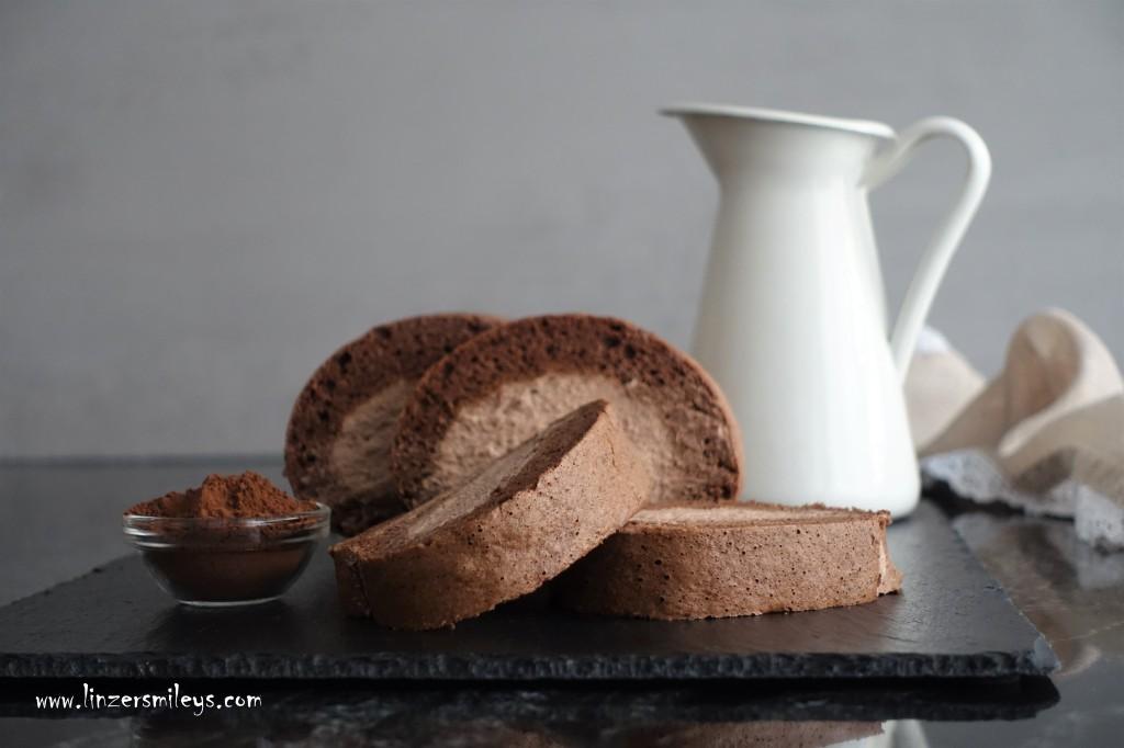 Roulade, süß, gerollt, Kuchen aus Biskuit, fluffig, schokoladig, gerollte Kakaoschnitte, Biskuitroulade, mit Kakao-Obers gefüllt, Kakao-Sahne