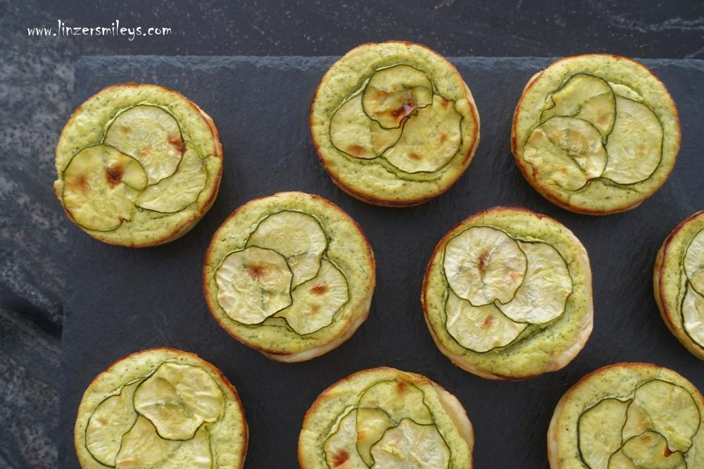 Blätterteig, Tartelettes, herzhaft, mit Gemüse, Tartes im Miniformat, mit Zucchini und Ricotta, Picknick im Grünen, Partysnack, Fingerfood, #linzersmileys