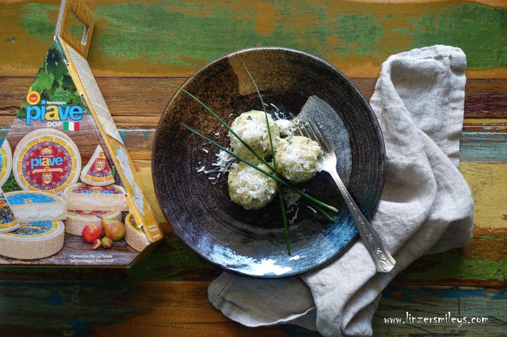 #nicetoeateu #PiaveDOP #formaggiopiavedop #enjoyitsfromeurope #lattebusche Knödel, Klöße, Klöpse, Canederli, Trentino-Alto Adige, Südtirol, Knödelliebe, Zungenbrecher, Gaumenschmeichler, Köstliches mit Piave DOP, Käseknödel, Kasnocken, Köstliches aus altbackenem Brot, Resteverwertung, nachhaltig, Rezept von Daniela Terenzi #linzersmileys