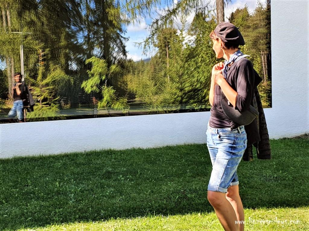 Spieglein, Spieglein an der Wand, Waldkirche Lichtenstern, Collalbo, Messner Architects #ritten #renon #freudpromenade Urlaub in Südtirol, wandern, erinnern, träumen, Ruhe genießen, Genuss erleben, Daniela Terenzi, Schneewittchen #linzersmileys