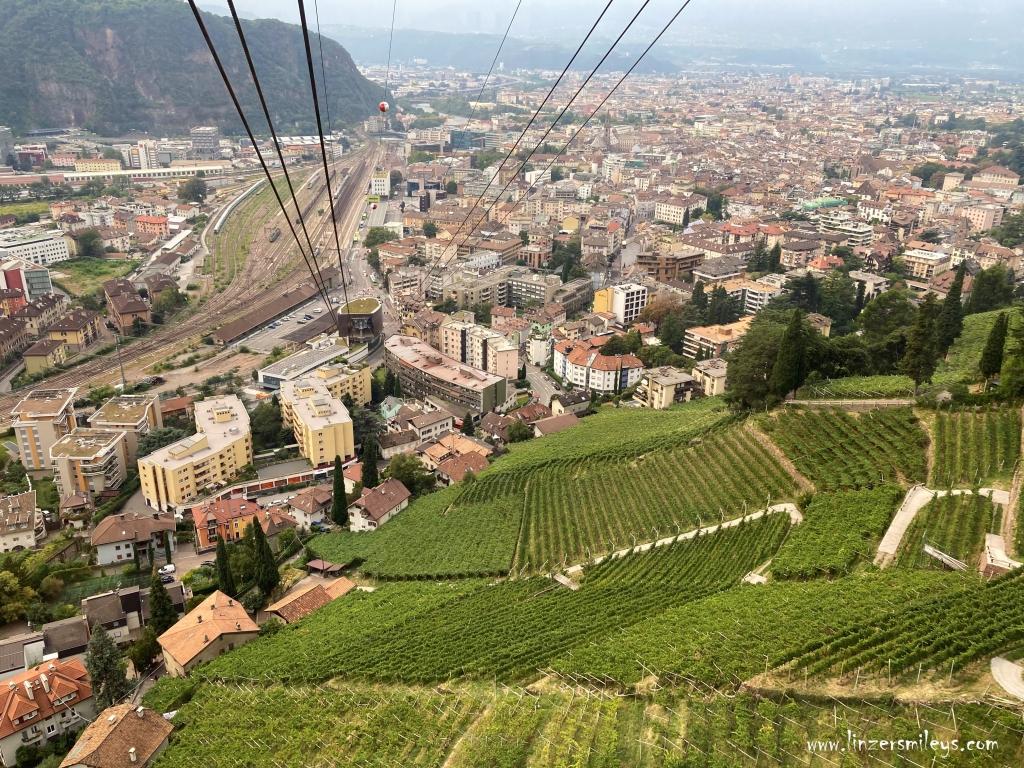 mit der #Seilbahn auf den #ritten #renon #Rittnerbahn #linzersmileys Urlaub in Südtirol, wandern, erinnern, träumen, Ruhe genießen, Genuss erleben, Blick auf Bozen, Bolzano